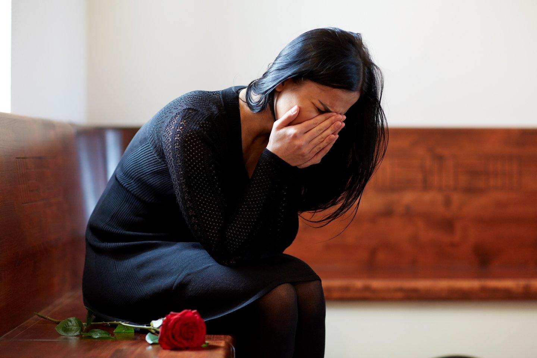 Emigrantė tikrąją tėvo mirties priežastį sužinojo tik po laidotuvių grįžusi namo.<br>123rf.com asociatyvioji nuotr.