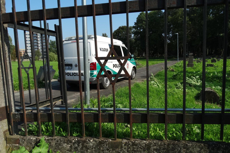 Dėl įvykio Radvilėnų kapinėse policijos pareigūnai pradėjo tyrimą.<br>A.Karaliūno nuotr.