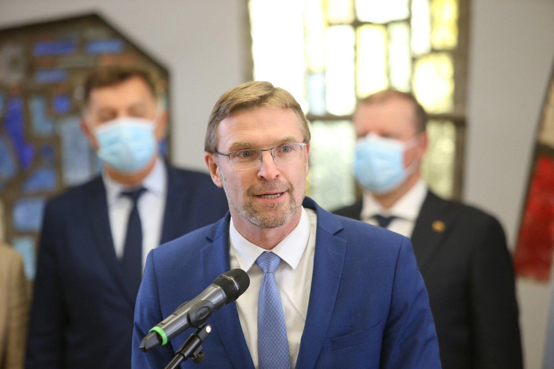 S. Skvernelis su bendraminčiais siūlo, kad sprendimus dėl COVID-19 priimtų Seimas.<br>R.Danisevičiaus nuotr.