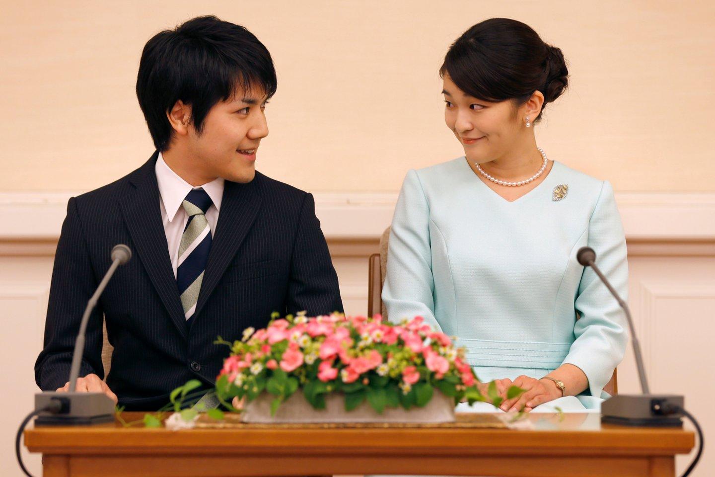 Japonijos princesė Mako su mylimuoju Kei Komuro.<br>AFP/Scanpix nuotr.