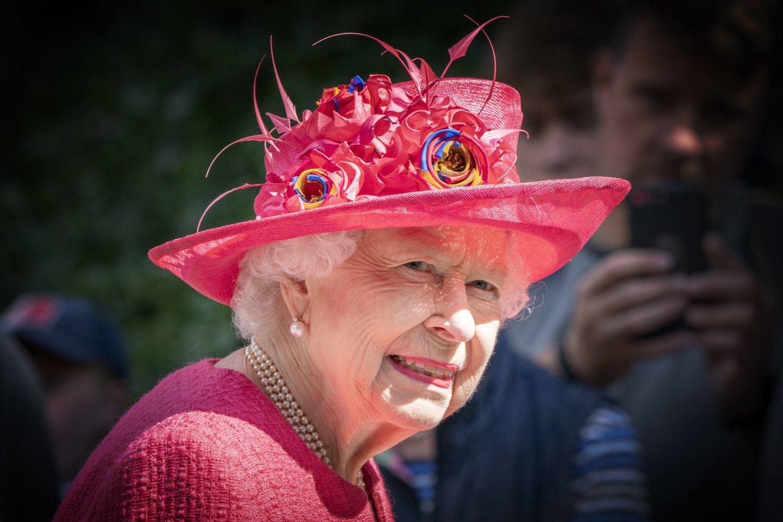 """Jungtinės Karalystės karalienė Elizabeth II ir visa karališkoji šeima palaiko """"Black Lives Matter"""" judėjimą.<br>AP/Scanpix nuotr."""