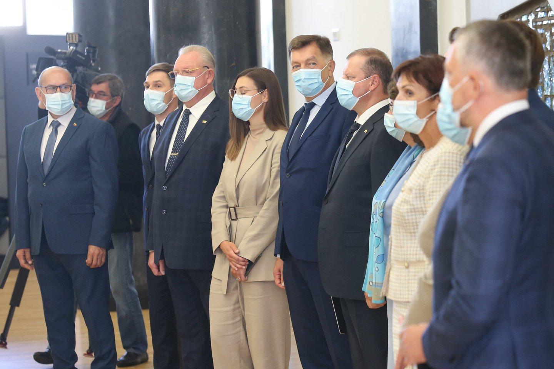 Svarbiausias savaitės politinis įvykis - S.Skvernelio atsiskyrimas nuo R.Karbauskio partijos.<br>R.Danisevičiaus nuotr.