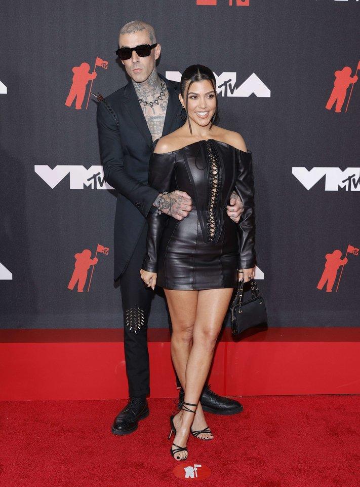 Travisas Barkeris ir Kourtney Kardashian.<br>AFP/ Scanpix nuotr.