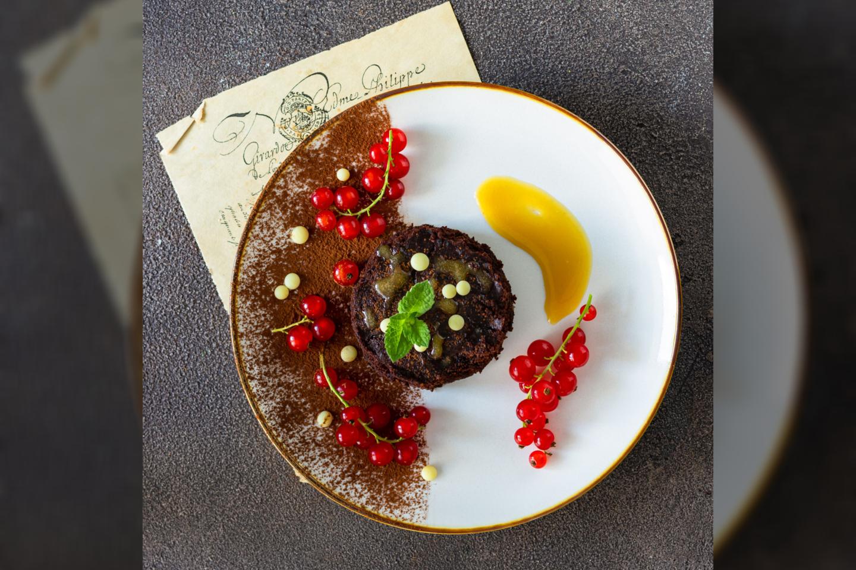 """Šokoladinis pyragas su serbentais.<br>""""Sveikas receptas"""" nuotr."""