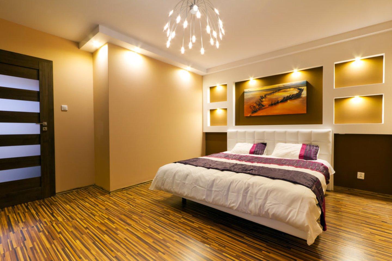 Apšvietimas namuose reikalingas visur: vonios, gyvenamuosiuose kambariuose, virtuvėje, drabužinėje.