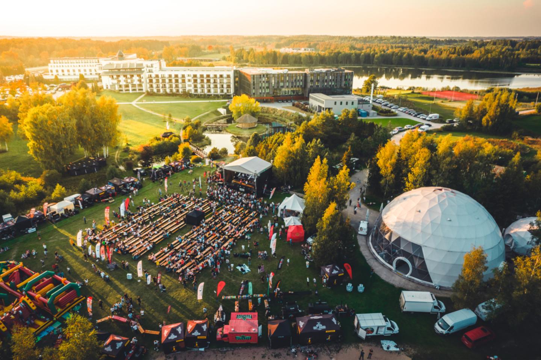 """Šeštadienį būrys gero maisto mylėtojų rinkosi į didžiausios Baltijos šalyse feisbuko grilio bendruomenės """"Lithuania Grilling and Smoking"""" kasmetinį festivalį.<br>I. Mingailos nuotr."""