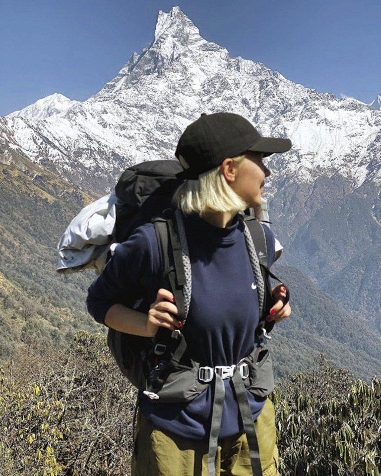 """Dainininkė Monika Linkytė tyrinėjo Himalajų kalnus: """"Mėgstu vis sau įsižnybti ir patikrinti, ar šios dienos tikros.""""<br>Asmeninio albumo nuotr."""