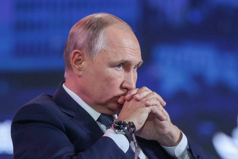 V. Putinas izoliuosis dėl jo aplinkoje nustatytų COVID-19 atvejų. <br>TASS/Scanpix nuotr.