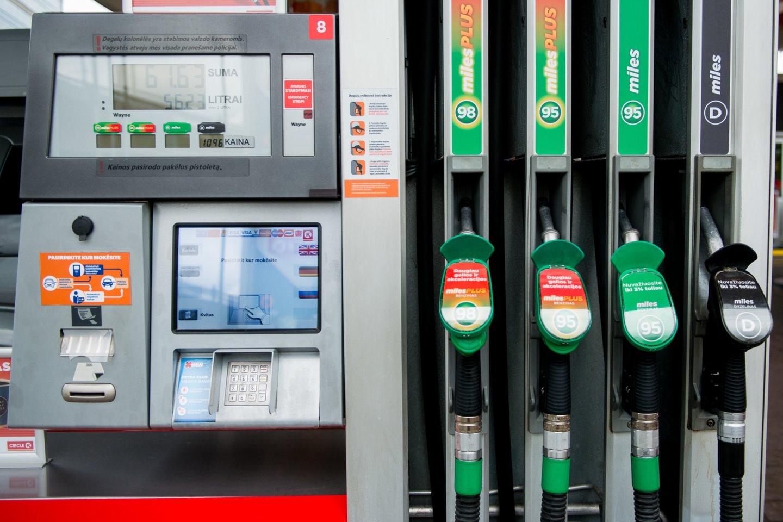 Didžiosios degalinės šalia naftos produktų kainų netrukus turės skelbti palyginamąsias alternatyviųjų degalų kainas.<br>J.Stacevičiaus nuotr.