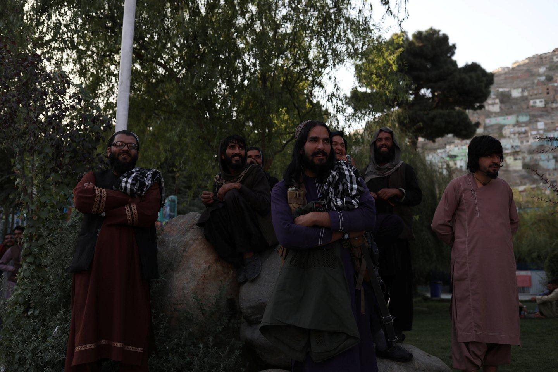Talibanas tiria buvusių aukšto rango Afganistano vyriausybės narių sąskaitas, kad išsiaiškintų neteisėtai gautą naudą.<br>Reuters/Scanpix nuotr.
