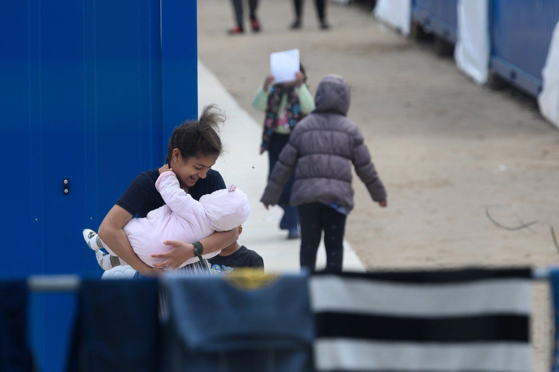 Į Jonavos rajone esantį Ruklos miestelį antradienį bus perkelti pirmieji 40 migrantų. Planuojama, kad per savaitę čia bus apgyvendinta iš viso 400 migrantų – pažeidžiami asmenys, šeimos su vaikais.<br>V.Skaraičio nuotr.