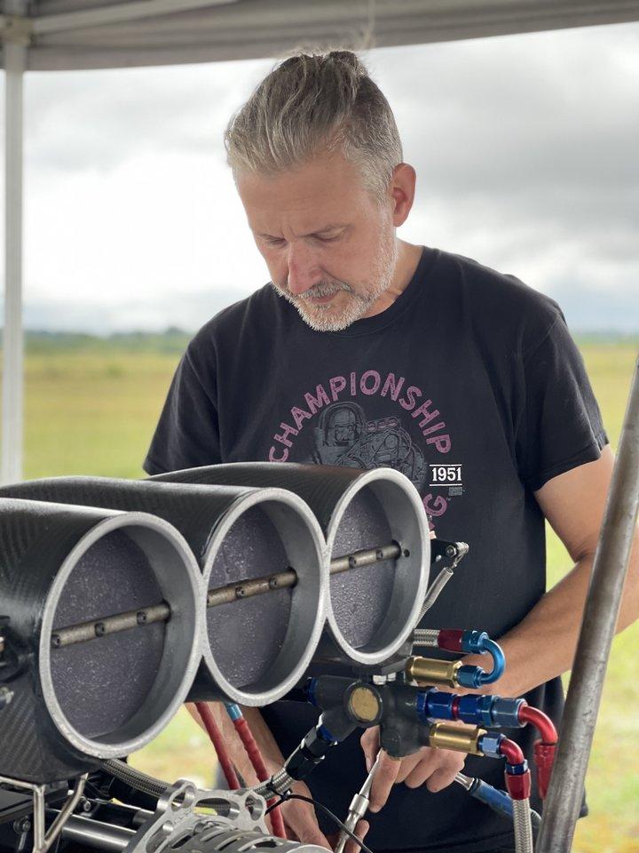 Vilmos vyrasturi hobį konstruoti sportinius drag automobilius.<br>Asmeninio archyvo nuotr.