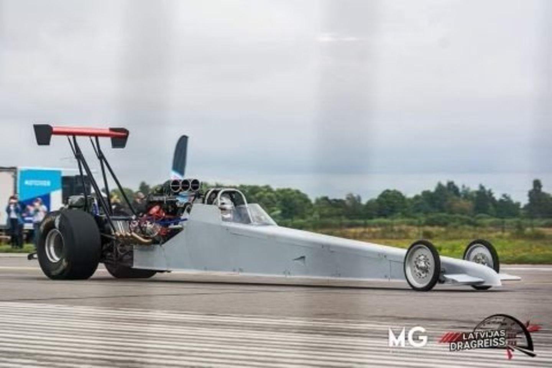 Vilmos vyras turi hobį konstruoti sportinius drag automobilius.<br>Asmeninio archyvo nuotr.