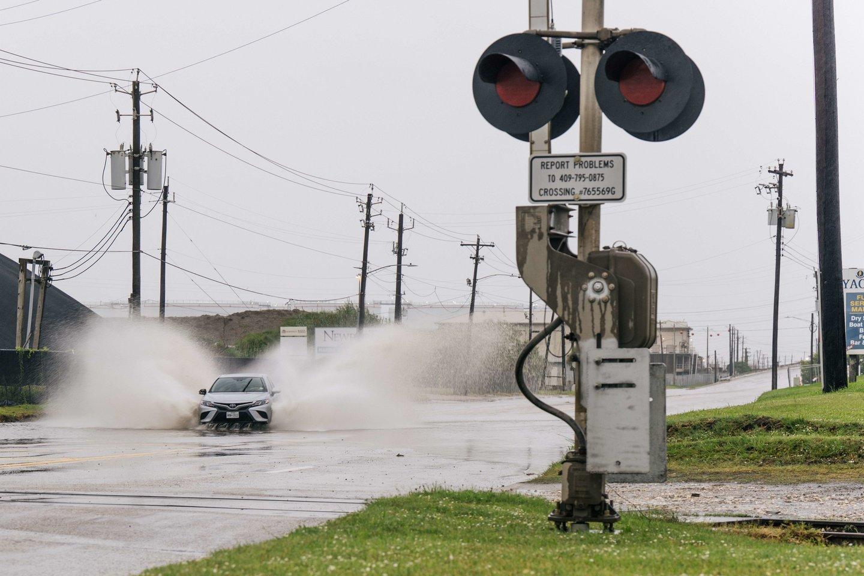 """Uraganas """"Nicholas"""" nusilpo iki audros.<br>FP/Scanpix nuotr."""