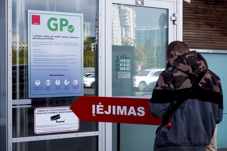 Nuo pirmadienio visos kontaktinės paslaugos, ūkinės veiklos ir renginiai užsivėrė galimybių paso (GP) neturintiems asmenims.<br>V.Ščiavinsko nuotr.