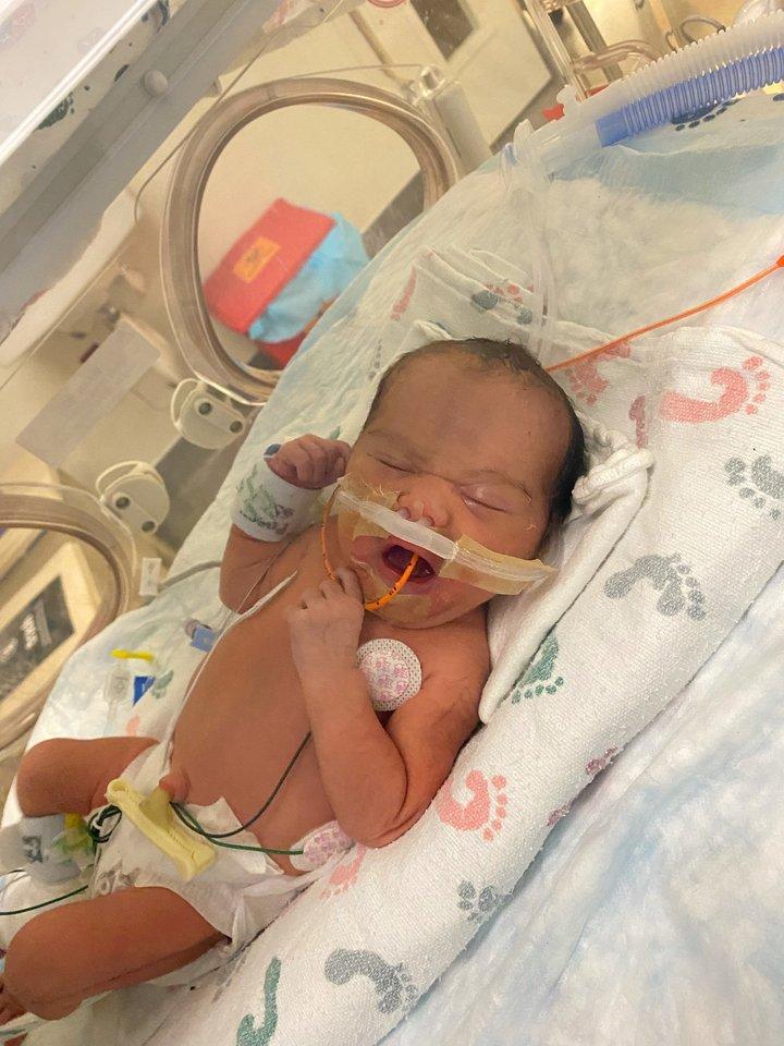 Najagimei vis dar turi būti suteiktas vardas. Kol kas, kaip ir ligoninė, šeima ją vadina mažyle.<br>SWNS/Scanpix nuotr.