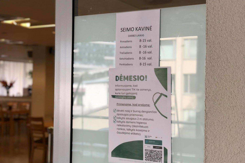 Galimybių paso neturintys parlamentarai negali patekti ir į Seimo restoraną.<br>lrytas.lt nuotr.
