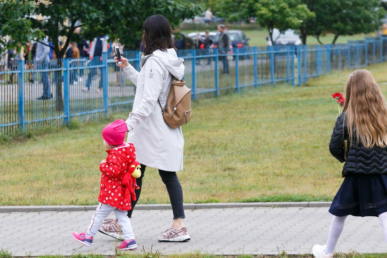 Darbo kodekso pataisomis siūloma nustatyti keturių dienų darbo savaitę tėvams, auginantiems vaikus iki trejų metų.<br>T.Bauro nuotr.