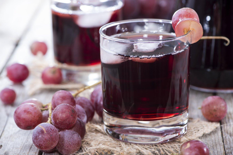 Vienas populiariausių mitų – neva sultys, pagamintos iš koncentruotų sulčių, nėra natūralios.<br>123rf nuotr.