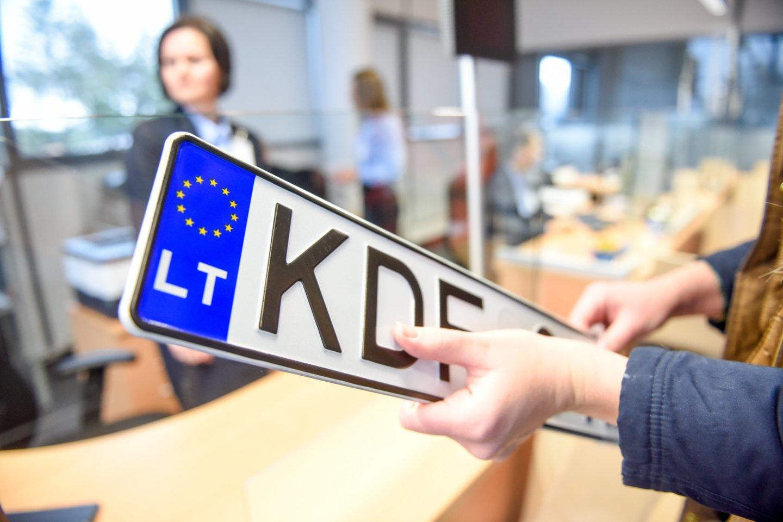 Gali būti, kad ateityje ant automobilių valstybinių numerių atsiras Valstybės herbo (Vyčio) ženklas.<br>D.Umbraso nuotr.