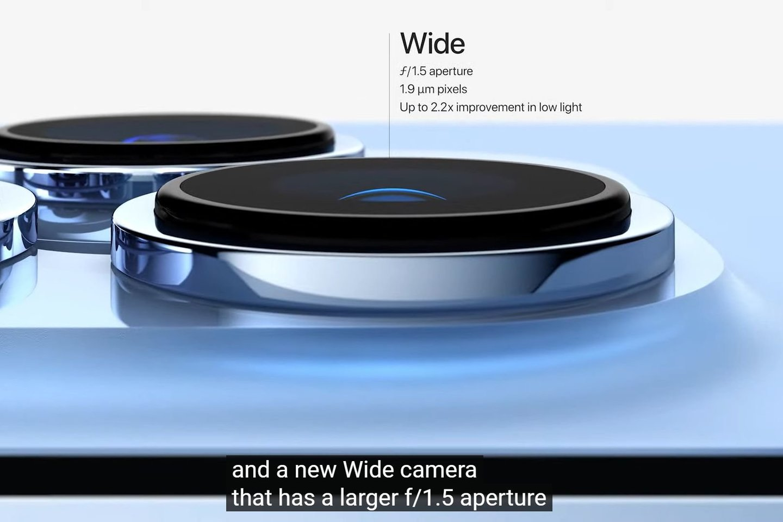 """""""iPhone 13 Pro"""" kameros.<br>Transliacijos stop-kadras."""