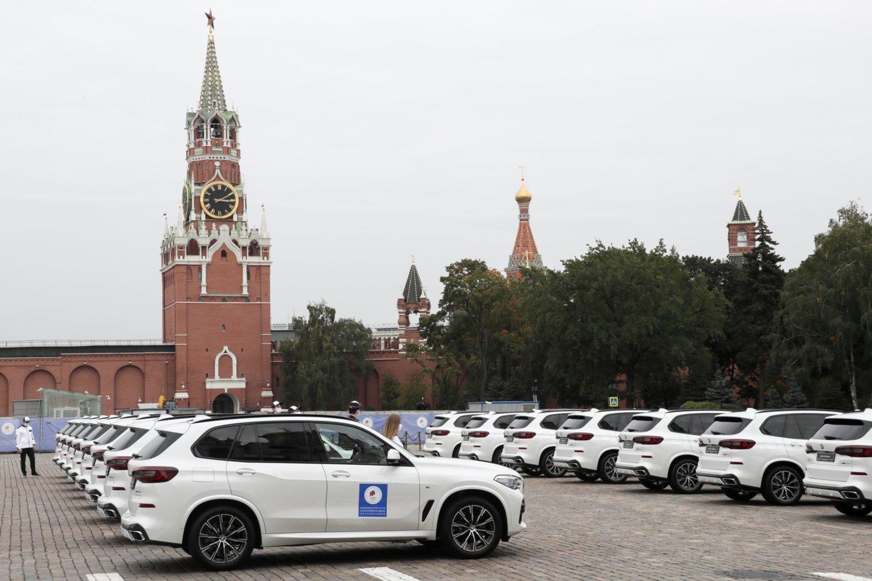 BMW automobiliai, skirti Tokijo žaidynių Rusijos prizininkams.<br>ITAR-TASS/Scanpix. com nuotr.