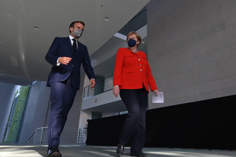 E. Macronas per derybas su A. Merkel ketina aptarti situaciją Ukrainoje ir Baltarusijoje.<br>AFP/Scanpix nuotr.