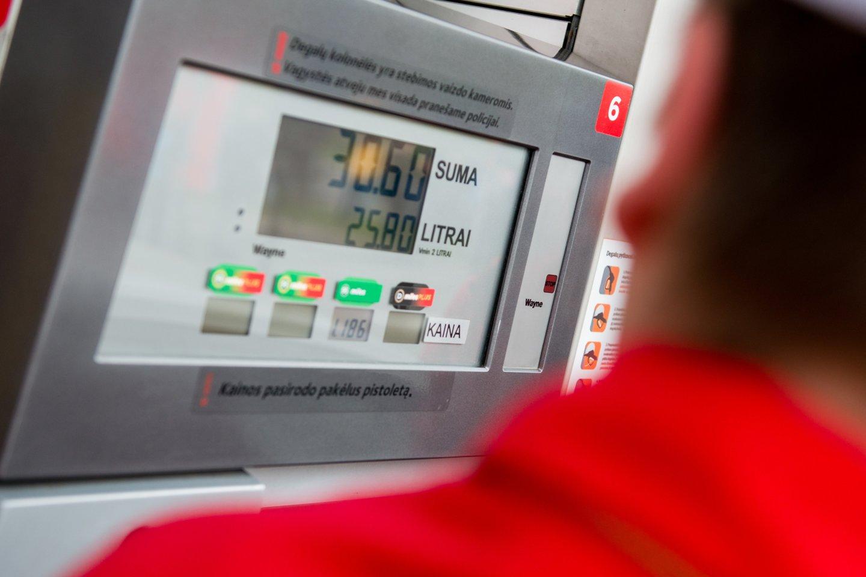 Biodegalų asociacijos prezidentas Mindaugas Palijanskas sako, kad pagrindinių energijos išteklių, tarp jų ir žaliavinės naftos paklausa sparčiai auga, todėl brangsta ir degalai.<br>J.Stacevičiaus nuotr.