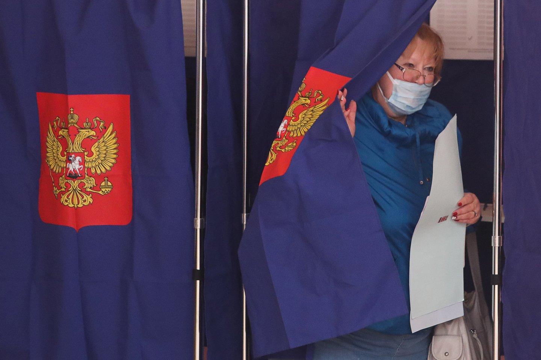 Maksviečiai, besitikintys šį savaitgalį atiduoti balsą Komunistų partijos (KPRF) kandidatams į Rusijos valstybės Dūmą turės labai atidžiai žiūrėti, kur deda varnelę. <br>TASS/Scanpix nuotr.
