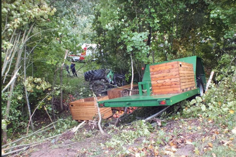 Šakių rajone į griovį įvažiavęs traktorius pražudė juo keliavusį žmogų<br>I.Morkeliūno nuotr.