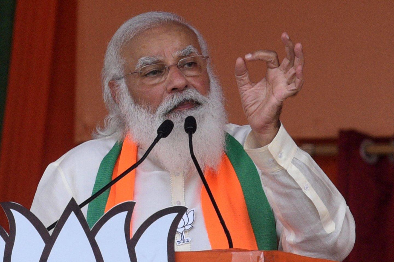 Indijoje vykdant ministro pirmininko N.Modi gimtadienio proga surengtą specialiąją vakcinacijos kampaniją per parą nuo COVID-19 buvo paskiepytas rekordinis žmonių skaičius – 22 milijonai.<br>ImagoImages/Scanpix nuotr.
