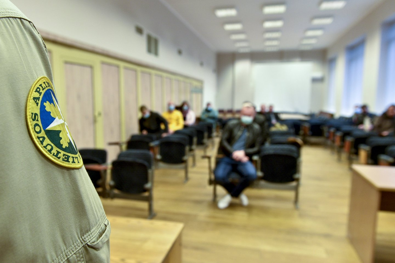 Į egzaminą Vilniuje atvyko 17 žmonių.<br>V.Ščiavinsko nuotr.