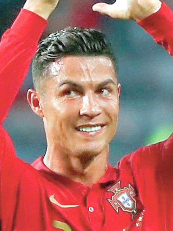 Cristiano Ronaldo tapo daugiausiai pinigų per metus gaunančiu futbolininku.