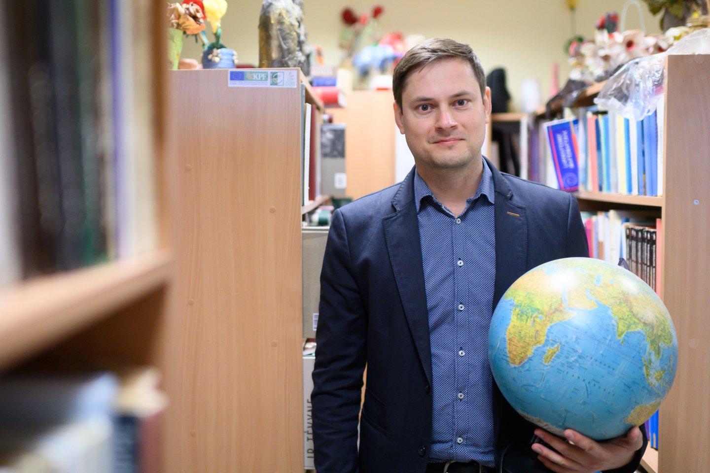 34-erių Robertas Šalnageografijosmokytoju dirba jau 11 metų.<br>V.Skaraičio nuotr.