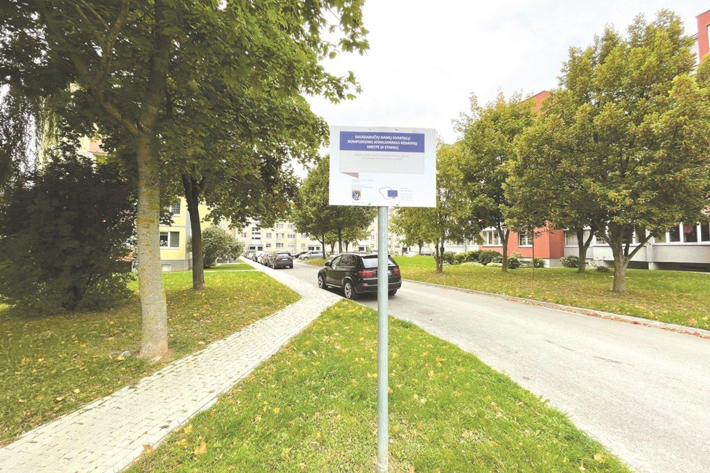 Sutvarkytas Liaudies gatvės kvartalas. Po naujomis dangomis slepiasi ir nematomi, bet labai svarbūs požeminiai darbai: įrengtos arba suremontuotos paviršinių (lietaus) nuotekų nuvedimo sistemos, įrengtos apšvietimo kabelinės linijos.<br>Aldo Surkevičiaus nuotr.