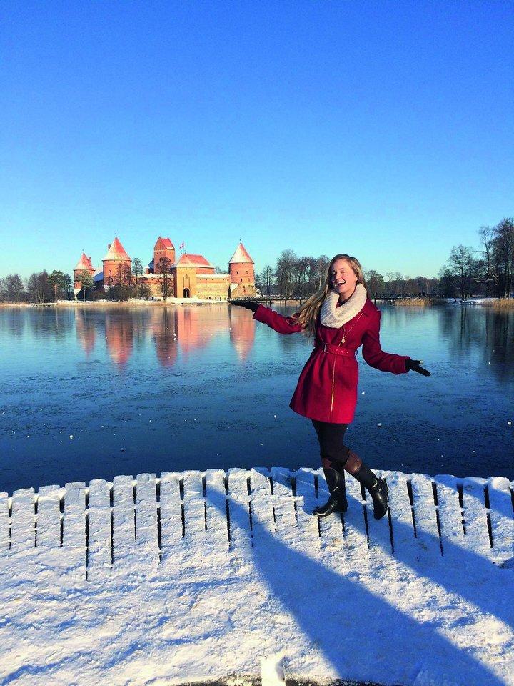 R.Ulčinaitė beveik kasmet su tėvais aplanko Lietuvą, o žiūrovams Amerikoje papasakojo, kad jos vardas Rūta yra nacionalinė Lietuvos gėlė.<br>Asmeninio archyvo nuotr.