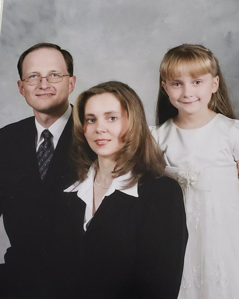 Rūta su tėvais Virgilijumi ir Judita gyvenimo JAV pradžioje.<br>Asmeninio archyvo nuotr.
