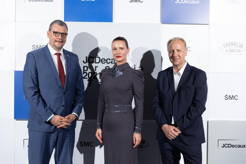 """Kultūros viceministras Vygintas Gasparavičius, """"JCDecaux Lietuva"""" vadovė Žaneta Fomova ir Šiuolaikinio meno centro vadovas Kęstutis Kuizinas.<br>Mikos Savičiūtės nuotr."""
