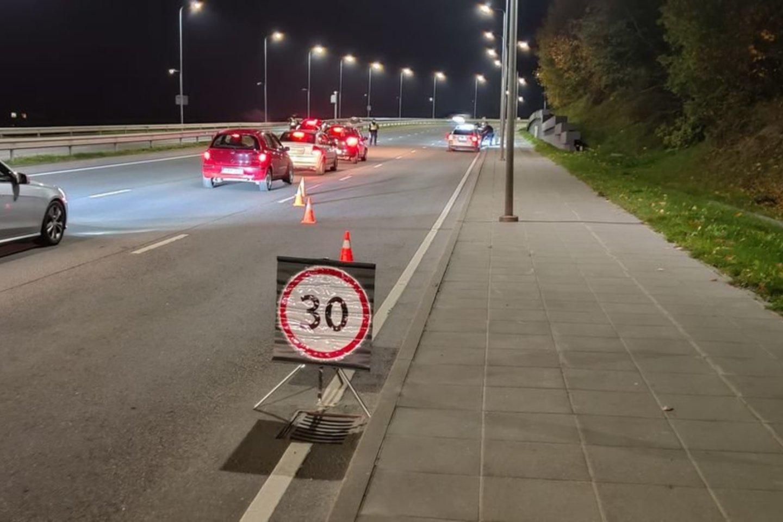Per savaitę Kelių patrulių kuopos pareigūnai mobiliaisiais greičio matavimo prietaisais užfiksavo 1289 greičio viršijimo atvejus.<br>Pranešėjų spaudai nuotr.