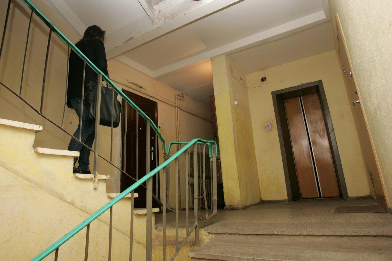 Ramygalos gatvės daugiabučio gyventojams ne naujiena, kad liftas įstringa.<br>V.Balkūno asociatyvi nuotr.