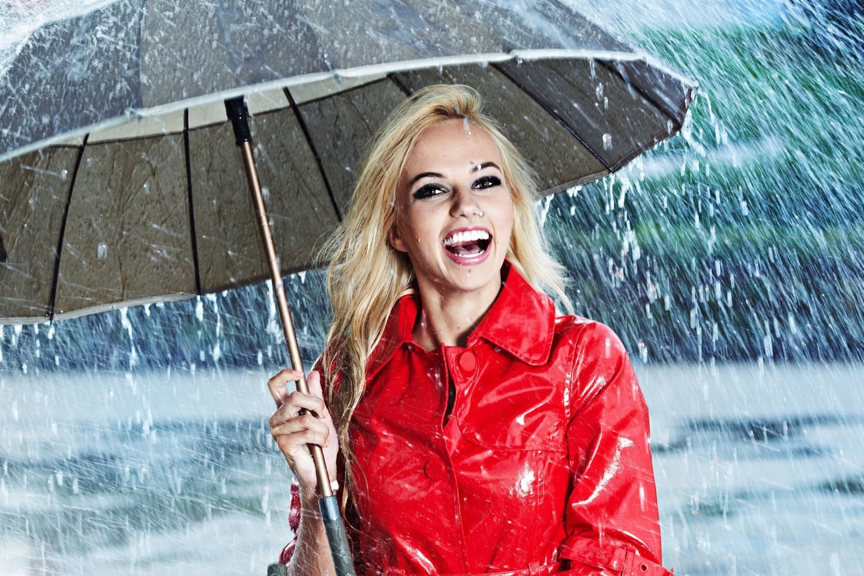 Europoje skėčiai iš pradžių buvo laikomi išimtinai moterišku atributu.<br>123rf nuotr.