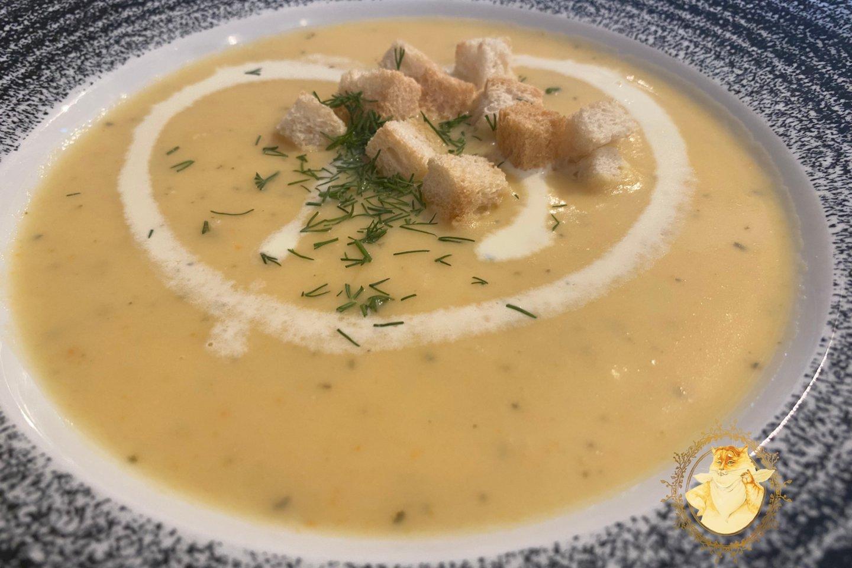 """Kavinė """"Biskvitas"""", Klaipėda. Kreminė moliūgų sriuba – 2,20 euro.<br>Nuotr. iš """"Riebus katinas""""."""
