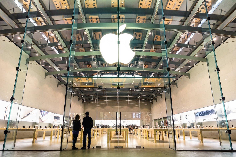 """""""Apple"""" greičiausiai nepasieks savo naujojo išmaniojo telefono """"iPhone"""" gamybos tikslų artėjant šventiniam sezonui, o tam sutrukdys pasaulinis mikroschemų stygius, pranešė žiniasklaida.<br>123rf nuotr."""