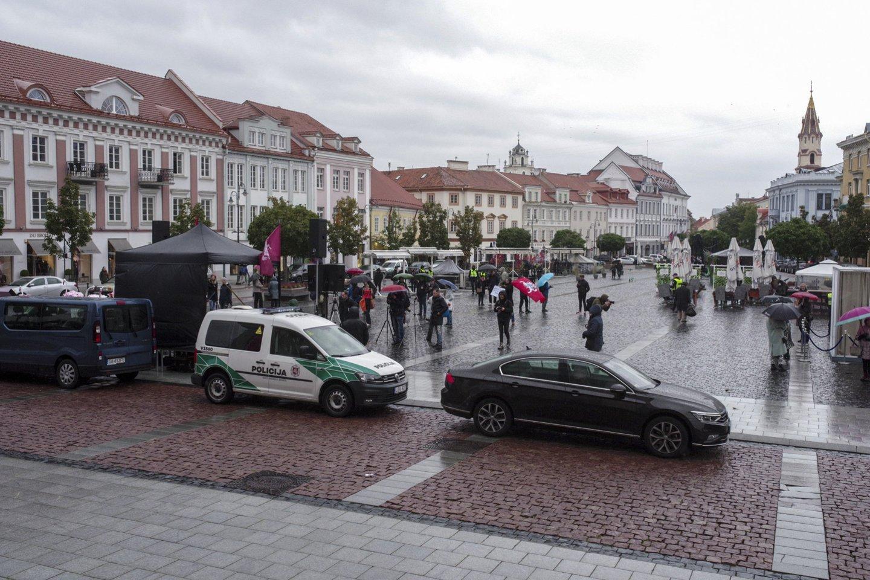 A.Astrauskaitės organizuotas mitingas Rotušės aikštėje.<br>V.