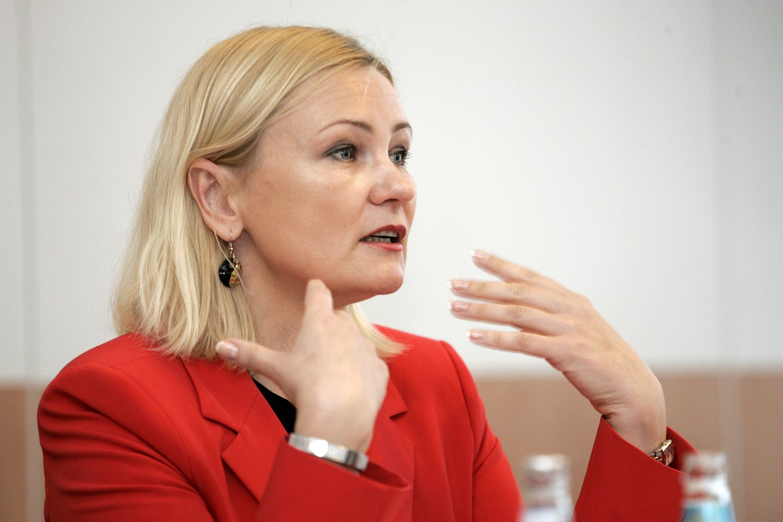 Lietuvos prekybos įmonių asociacijos vadovė Rūta Vainienė trečiadienį išreiškė savo pastebėjimus dėl galimybių paso naudojimo prekyboje.<br>V.Balkūno nuotr.