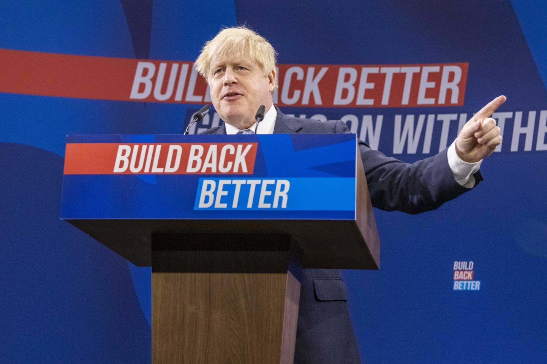 """JUK parlamentarai kaltina, kad B. Johnsono vyriausybės vystyta """"bandos imuniteto"""" strategija tapo visiška nesėkme.<br>ZUMA Press/Scanpix nuotr."""