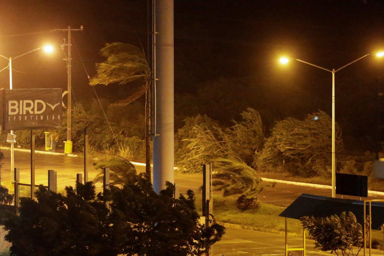 """Uraganas """"Pamela"""" pasiekė Meksikos pakrantę.<br>RS/Scanpix nuotr."""