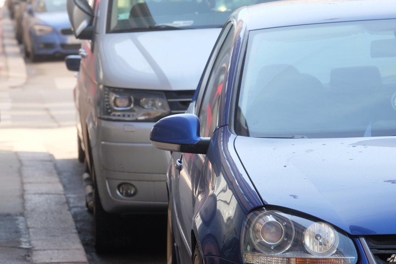 Kelio ženklas. Automobilių stovėjimo aikštelė.<br>123rf.com asociatyvioji nuotr.