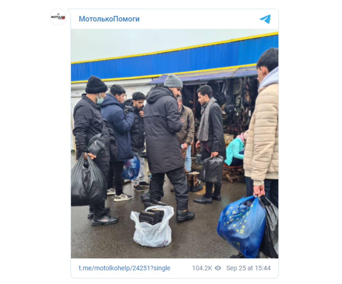 """Migrantai apsipirkinėja turguje.<br>Motolkohelp """"Telegram"""" paskyra"""