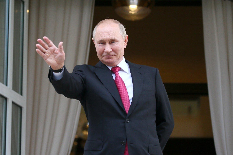 """Opozicija teigia, kad priėmus šią pataisą V. Putinas planuoja tapti """"prezidentu iki gyvos galvos"""".<br>TASS/Scanpix nuotr."""